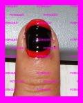 esmalte negro y rojo