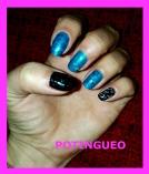 uñas azules y marrones.jpg