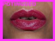 Labial rosa con brillos azules